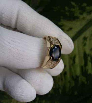 Mẫu nhẫn nam có đính đá Sapphire
